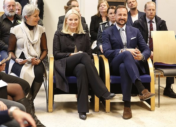Retretten is a non-for-profit Foundation that was established by Rita Nilsen in 2002. Crown princess wore Prada pumps, matches fashion missoni