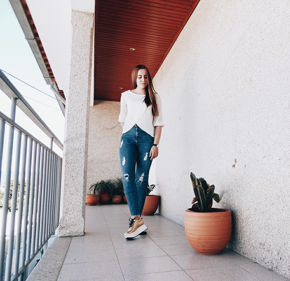 Outfit | How to Wear Golden Sneakers