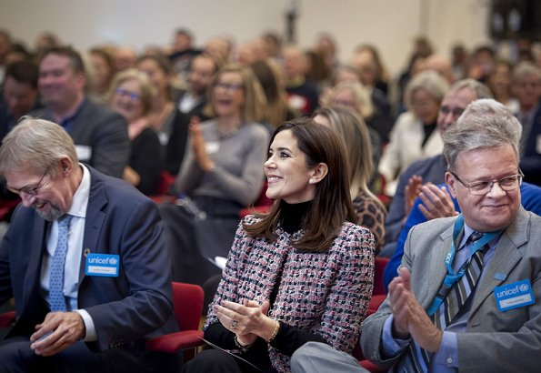 Crown Princess Mary received Danish Speaker prize for Frederik's 50' birthday speech. Princess wore Yde jacket
