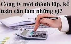 Tài sản không có hóa đơn thì trước khi chuyển đổi thành doanh nghiệp, hộ kinh doanh lập hội đồng định giá, làm căn cứ để doanh nghiệp mới thành lập ghi sổ kế toán, đưa vào chi phí.