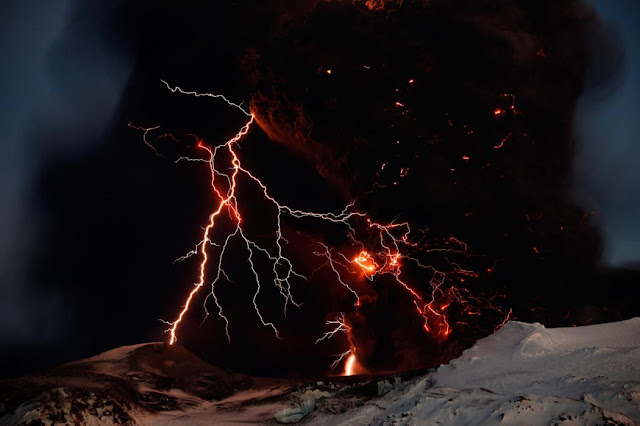 volcano lightning studied iceland ash