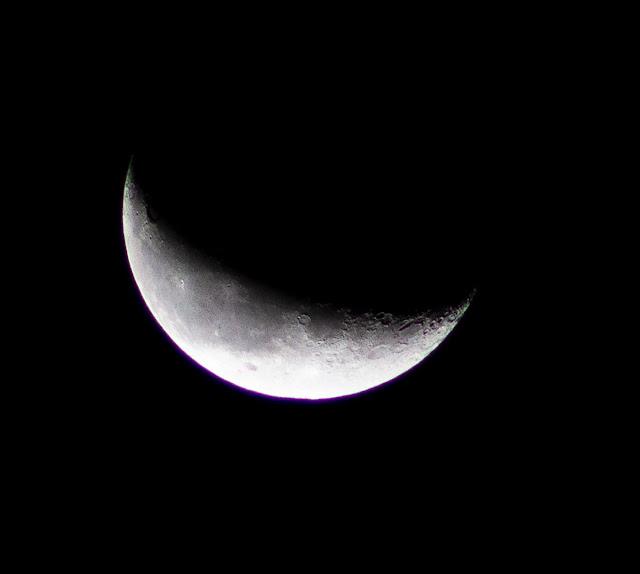 Crescent moon, 300 mm, 1/500 sec, DSLR, 5:13 am (Source: Palmia Observatory)