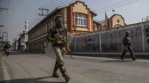 srinagar-several-cities-curfew-rail-service-suspended