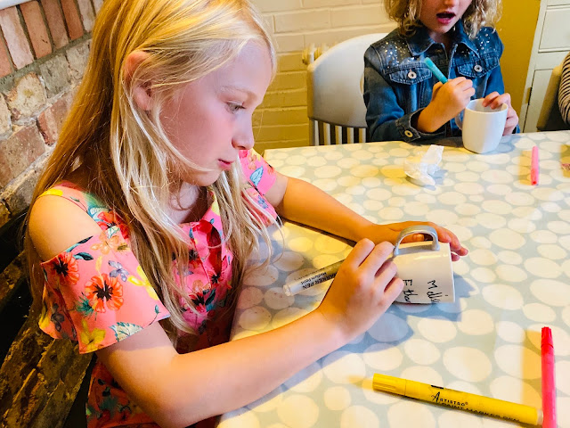 All the children sat down to decorate mugs with porcelain pens which then can be baked to be washable