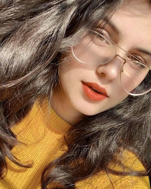 stylish girls dp in glasses