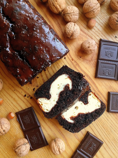 Czekoladowe ciasto z cukinią i serem / Cream Cheese Swirled Chocolate Zucchini Bread