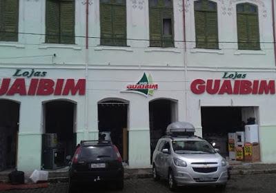 Homens armados assaltam lojas Guaibim em Cachoeira e furtam mais de 60 celulares