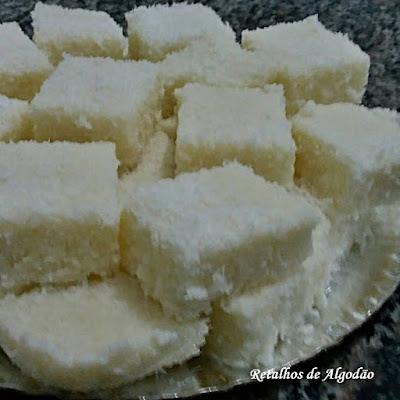 Delicioso cuscuz de tapioca com coco e leite de coco para adoçar ainda mais a festa junina