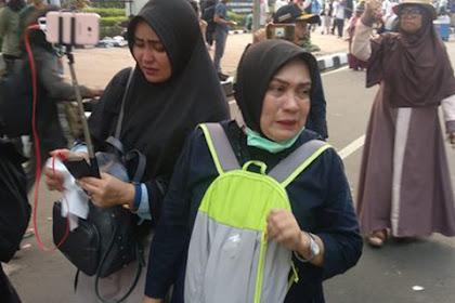 Kepada Emak-Emak Pendukung Prabowo-Sandi Tersenyumlah, Hapus Air Matamu