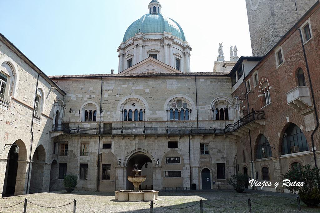 Palacio del Broletto y torre del Pégol de Brescia