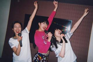 Trois filles au karaoke (Hiromix)