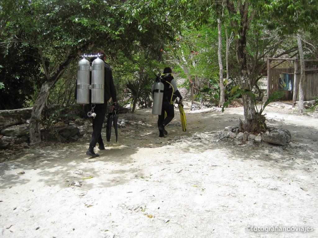 cenote dos ojos en yucatan, mejico