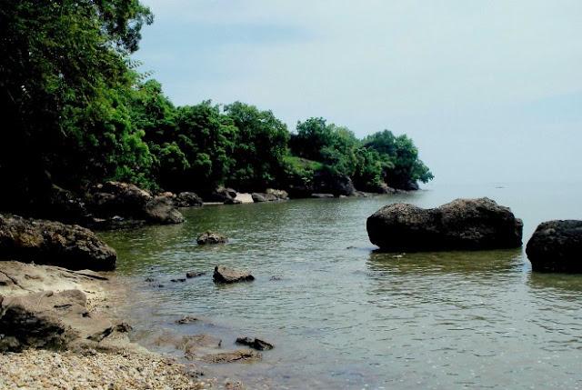 foto keren pantai rongkang madura