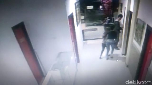 Terekam CCTV, Ini Detik-detik Mahasiswi Digiring Sebelum Dipeerkosa Bergilir
