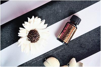 BrilliantDue Layla Cosmetics top coat applicazione