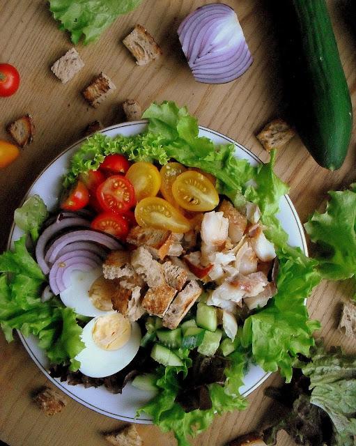 Sałatka z wędzoną rybą i jajkiem / Smoked Fish and Egg Salad