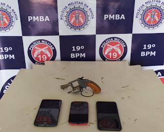 PM apreende arma de fogo e prende suspeitos de envolvimento em roubos