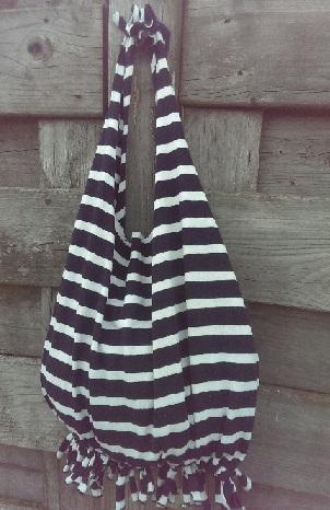 cr er vos produits naturels simple et pas cher transformer un tee shirt en sac sans. Black Bedroom Furniture Sets. Home Design Ideas