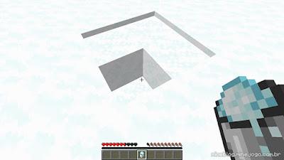 Pegando neve com um balde