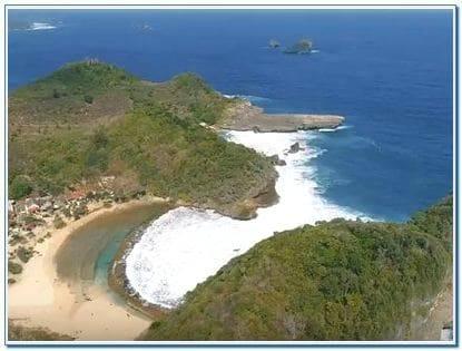 Alamat Pantai Batu Bengkung Malang