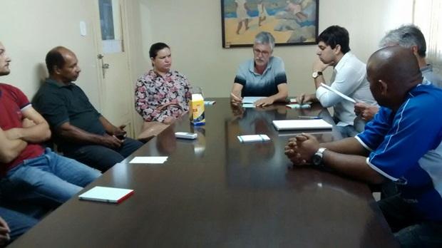 Vereadores se reúnem com donos de Bares e Restaurantes para discutirem novo TAC