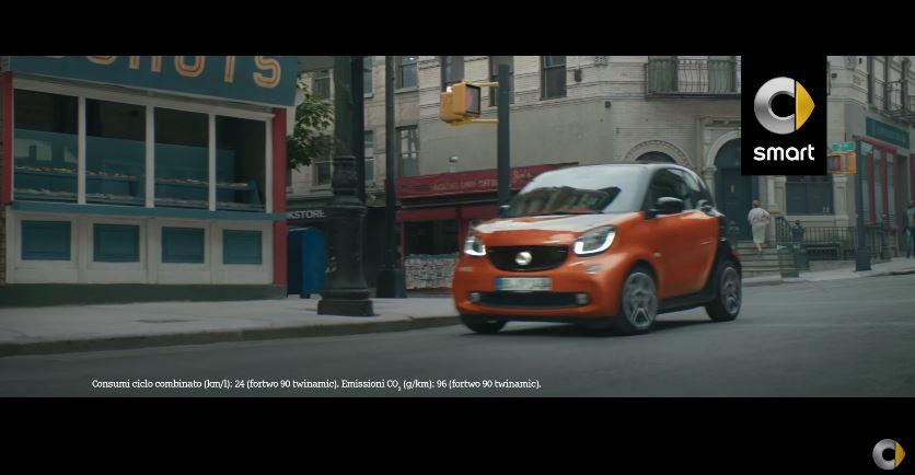 Canzone Smart pubblicità sfugge ai soliti schemi  - Musica spot Dicembre 2016