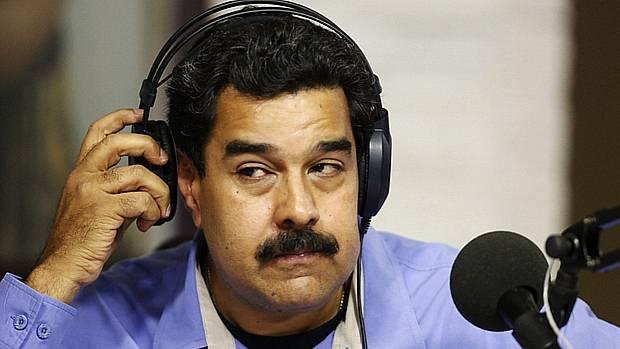 Venezuelanos começam a votar em plebiscito contra Nicolás Maduro