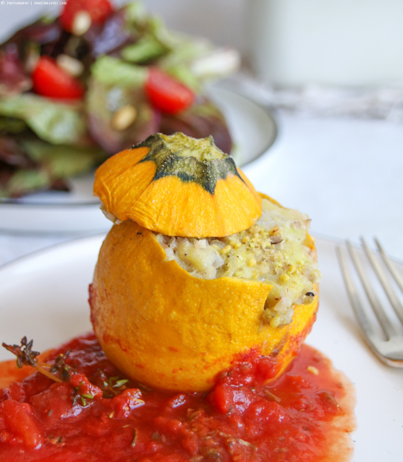 gefüllte Bulgur-Zucchini in Tomate