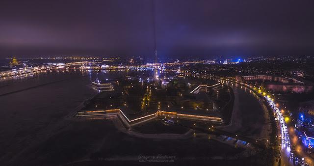 Петропавловская крепость ночью с воздуха. Квадрокоптер DJI Phantom 3 Advanced