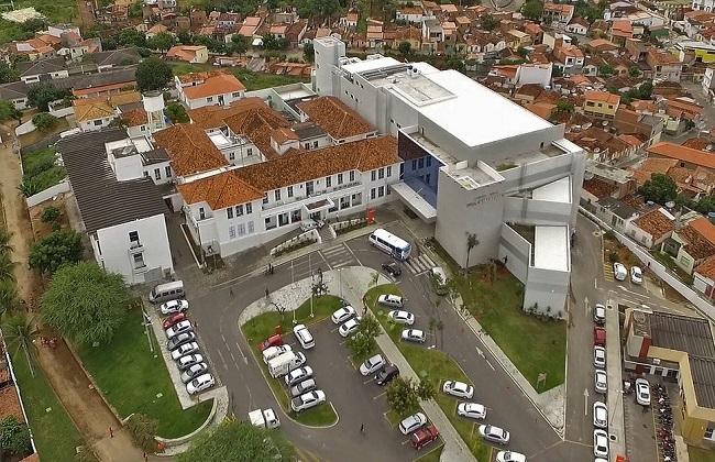 Mulher é internada em Jequié no Hospital Geral Prado Valadares com suspeita de Coronavirus