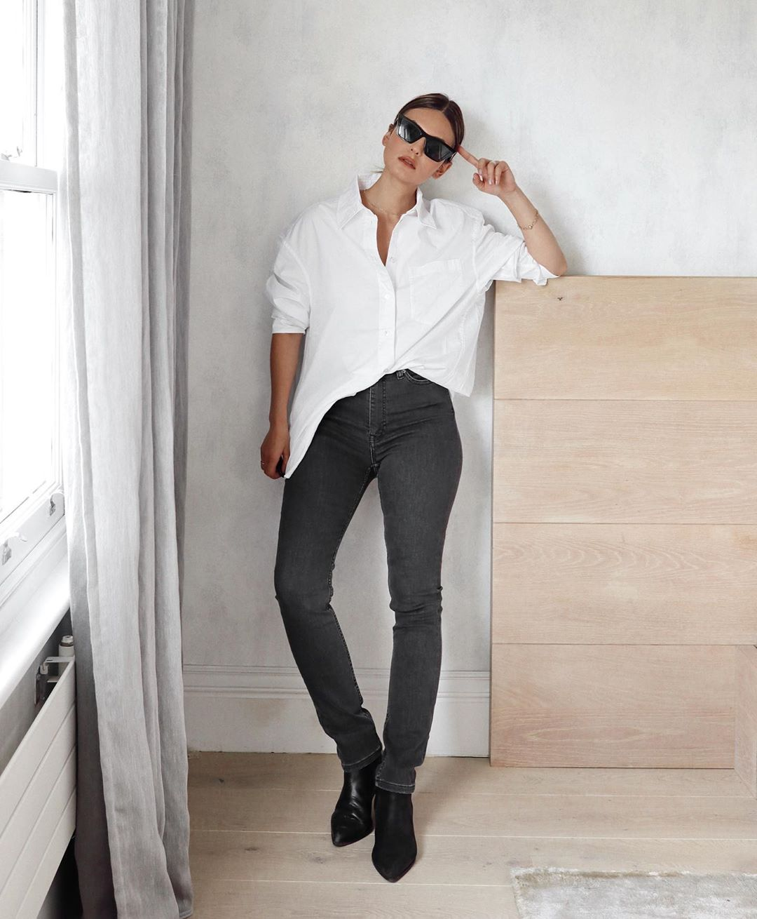This Minimal Look is One You Can Wear Everywhere