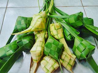 ketupat lepet ada saat pesta lomban atau Syawalan di jepara