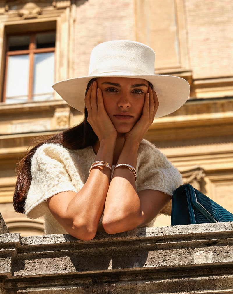 Editorial de moda monocromático da Marie Claire em agosto 2019