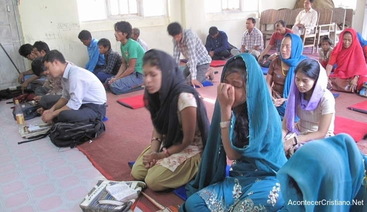 Cristianos orando en Nepal