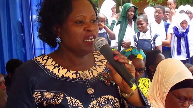 Mkuu wa Mkoa Abadilishiwa Kituo cha Kazi Akiwa Ikulu na Rais Magufuli