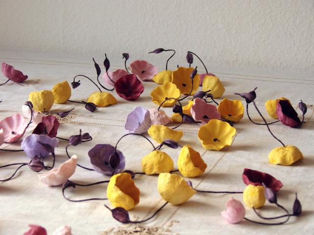 fiori di carta senape e bordeaux matrimonio Green  nelle Langhe