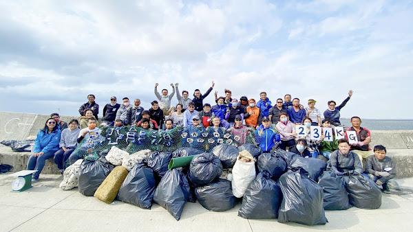 辰亞能源彰濱崙尾東海岸淨灘 清出234公斤海岸垃圾