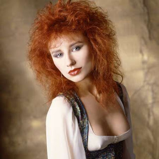 Tori Amos circa first album Little Earthquakes