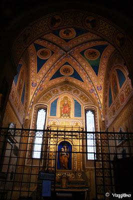Gli affreschi di una delle cappelle del Duomo di Parma