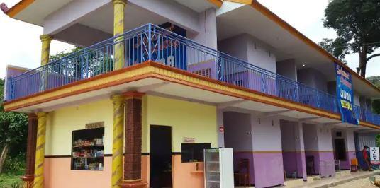 18 Foto Tempat Penginapan murah di dekat Pantai Goa Cina