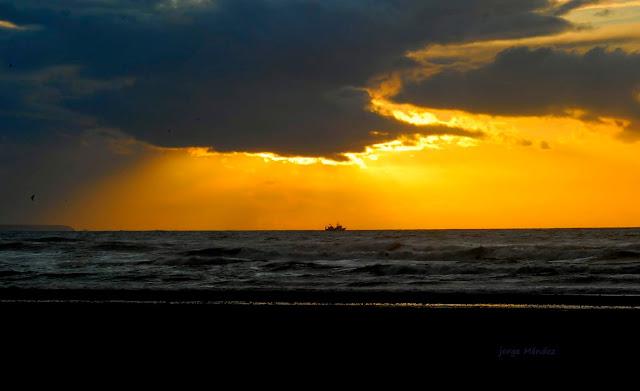 Crepúsculo desde Espacio Protegido de la  playa de Xago Gozón Asturias