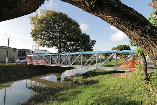 Resultado de imagem para Prefeitura de Lauro de Freitas entrega ponto de ônibus ccnnews saiunoblog