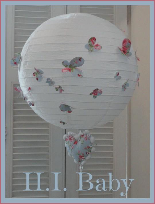 H.I.BABY   Enfeite Luminária com borboletas e penduricalho de coração ff36b13d955