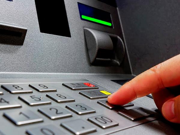 Uma Estelionatária foi presa em flagrante ao sair de banco