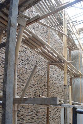 pemasangan batu wall clading