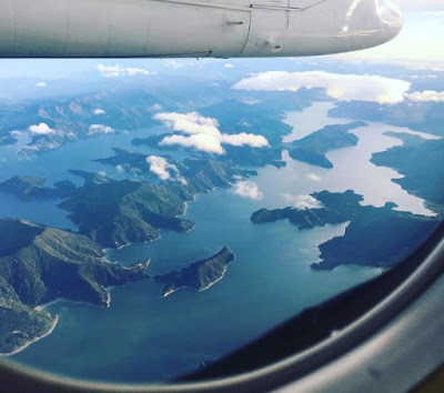 Окленд, Новая Зеландия. Auckland, New Zealand вид с самолёта через иллюмнатор