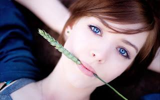 खूबसूरत और नेचुरल लुक पाने के लिए करें सिंपल मेकअप। Simple makeup for beautiful and natural look