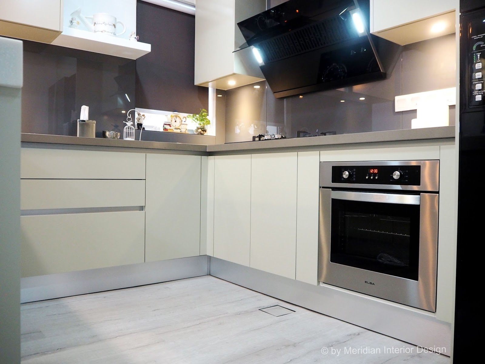 Meridian interior design and kitchen design in kuala for Built in oven kitchen cabinets