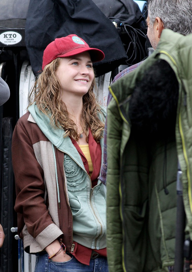 "SNEAK PEEK: Set Images From ""Tomorrowland"""