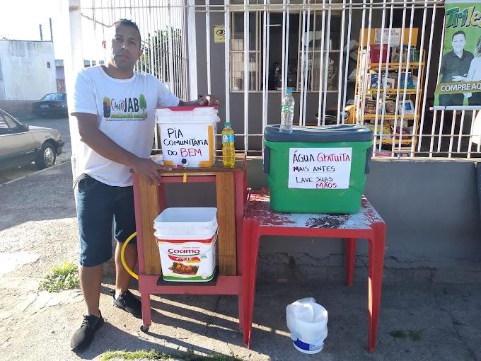 Morador cria pia comunitária e oferece água gelada para pedestres em Cachoeirinha